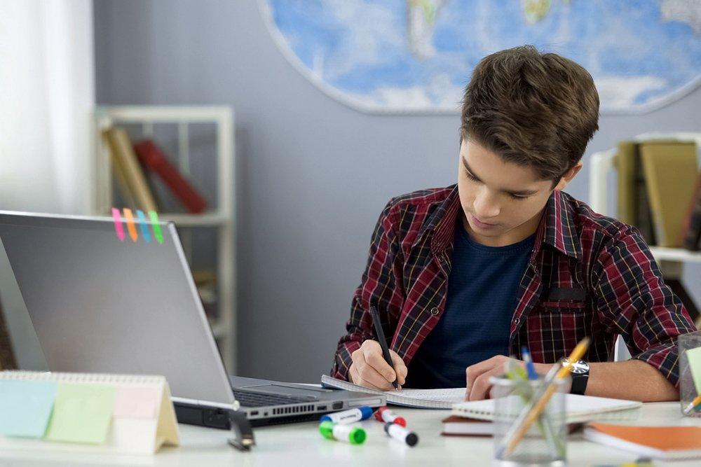 MAXIMUM: Большинство родителей поддержали дистанционное обучение ...
